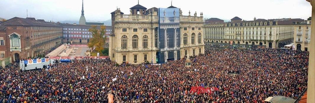 """""""A Torino oggi non c'è proprio nessuno a favore della TAV, lo si vede in questa foto a 370°"""""""