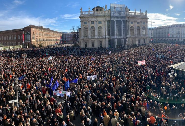 #Democratica: Trentamila in piazza a Torino per dire sì alla Tav
